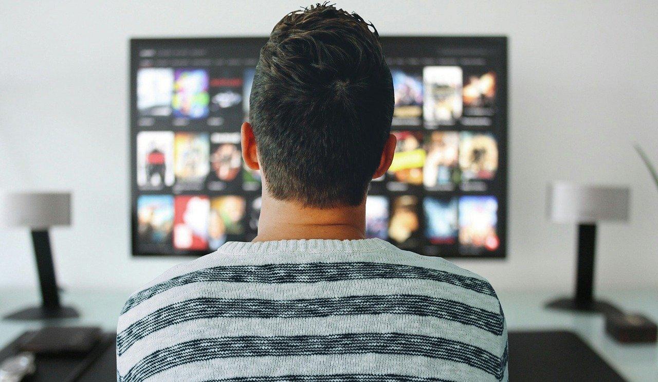 簡単!テレビで見る設定をして迫力大画面でU-NEXTを見よう!(おすすめはFire TV Stick)